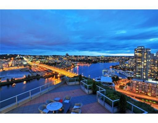 2 Bedroom Apartment  in # 2801 918 COOPERAGE WY Vancouver, BC   V6B 0A7