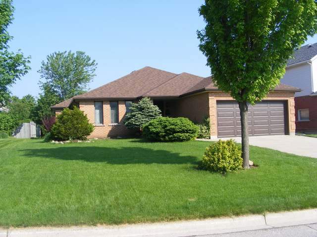 3 Bedroom House  in 3 BALFOUR COURT Guelph, ON   N1G 3B7