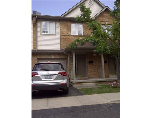 3 Bedroom Row / Townhouse  in 100 BEDDOE Drive - 98 HAMILTON, ON   L8P 4Z4