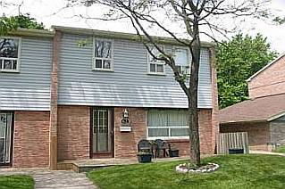 3 Bedroom Row / Townhouse  in #62 - 1055 SHAWNMARR RD MISSISSAUGA, ON  L5H 3V2