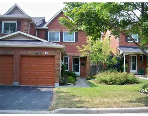 3 Bedroom Row / Townhouse  in #12-165 KOZLOV STREET BARRIE, ON   L4N 7M7