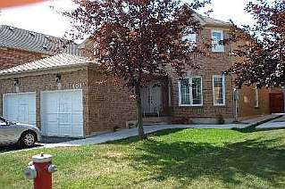 4 Bedroom House  in 105 SPRUCELANDS AVE Brampton, ON   L6R 1J8