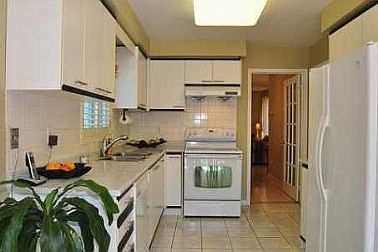 4 Bedroom House  in 155 BERWICK CRES Richmond Hill, ON  L4C 0B4