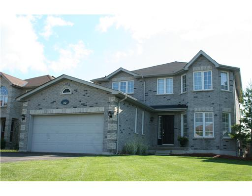 4 Bedroom House  in 32 KNUPP ROAD BARRIE, ON   L4N 0P6