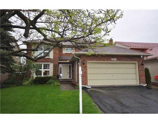 4 Bedroom House  in 6031 Voyageur Dr Ottawa, ON   K1C 2P5