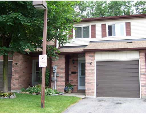 4 Bedroom Row / Townhouse  in #10-52 ADELAIDE STREET BARRIE, ON   L4N 3T5