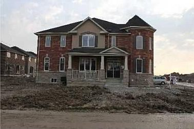 5 Bedroom House  in 17 BIRCH TREE TR BRAMPTON, ON