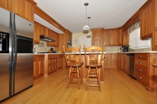 6 Bedroom House  in 1562 CHAMPLAIN DR PETERBOROUGH, ON  K9L 1N6